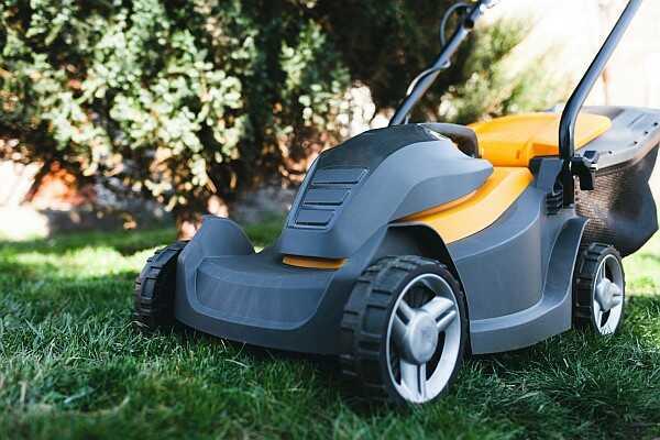 Elektrická sekačka na trávu